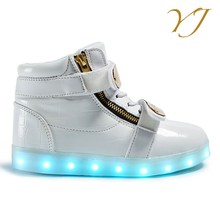 2016 China wholesale make light up kids shoes with blinking led light running shoes