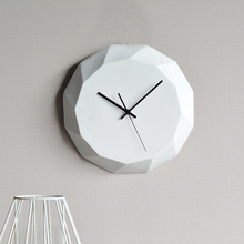 2017 new style white resin wall clock for home accessories