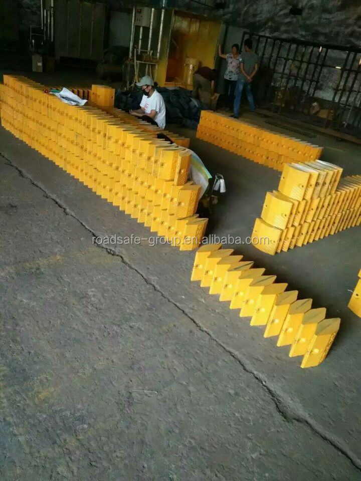 Hot sale road safety traffic speed breaker