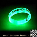 Cool adjustable customizedc glow in the dark silicone bracelet wristband