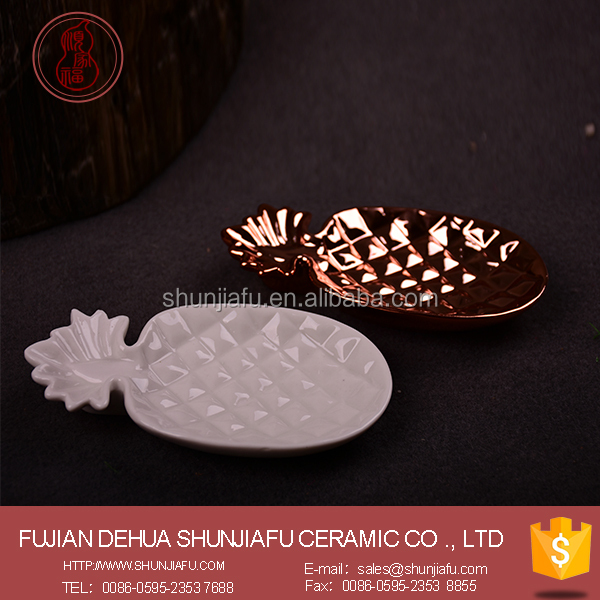 Wholesale ceramic white fancy soap dish/tray made in china