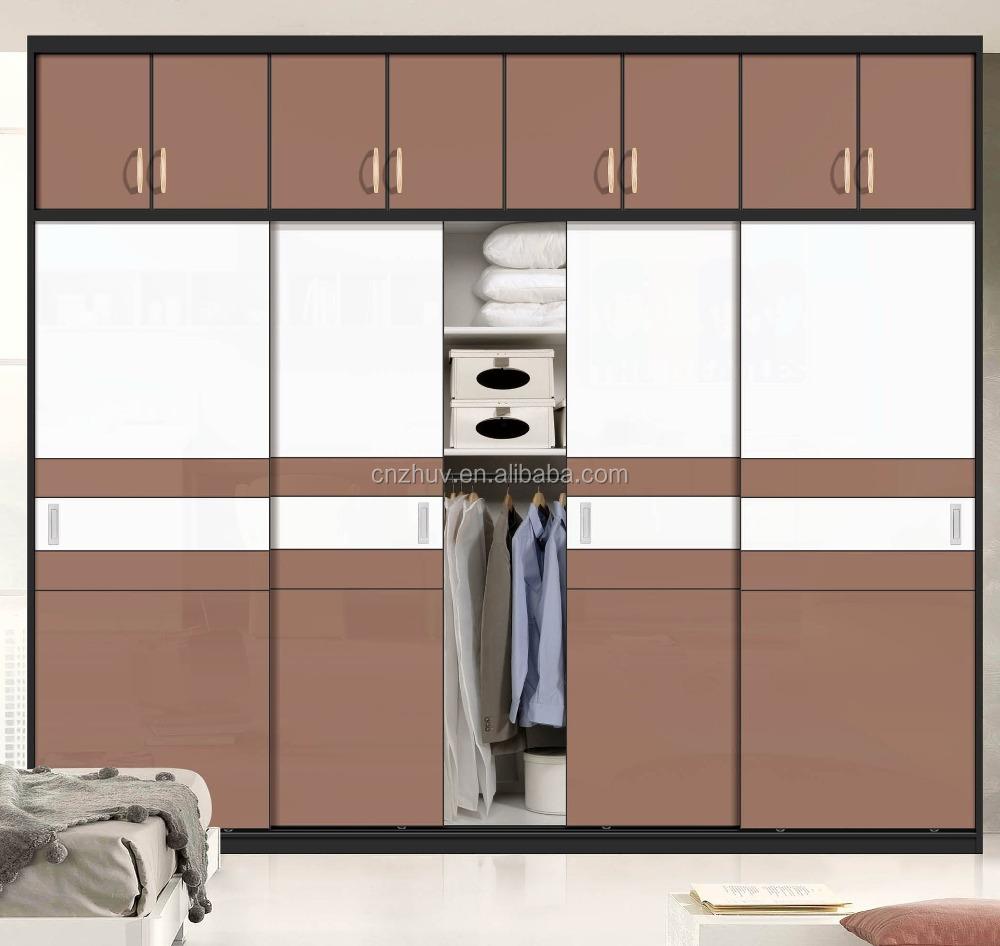 moderno armario closet con puertas correderas de cristal con cerraduras