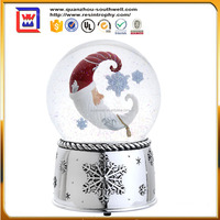 2016 custom made snow globes with music plastic musical snow globe for sale