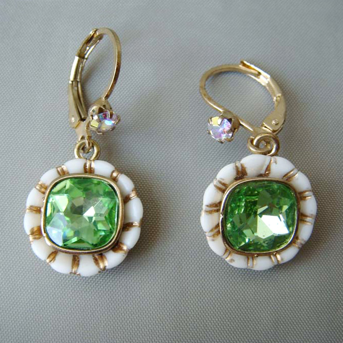 Gold Plating Green Rhinestones Jeweled Zinc Alloy Fashion Drop Earrings
