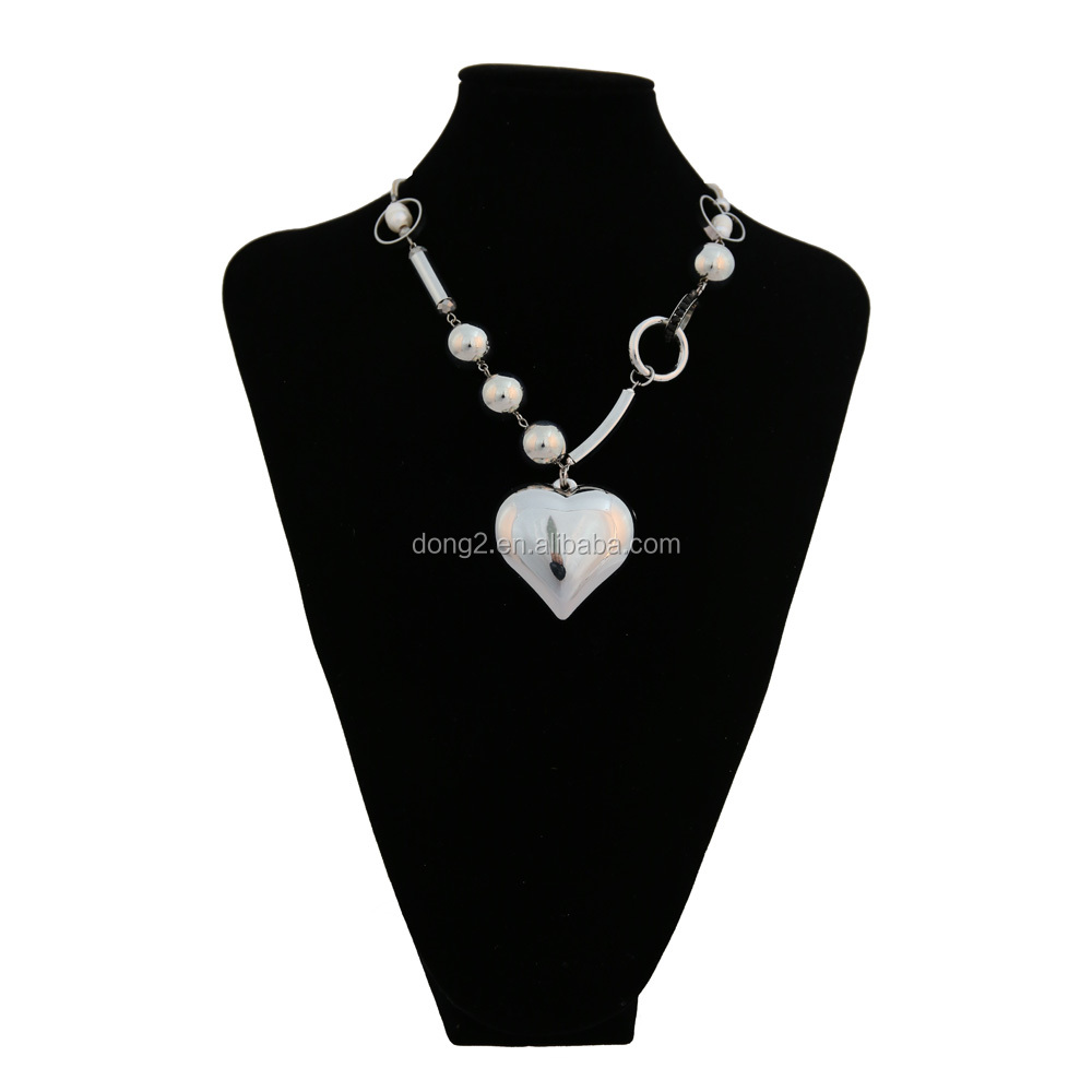 A short and small bead Necklace Pendant Silver Love Jewelry