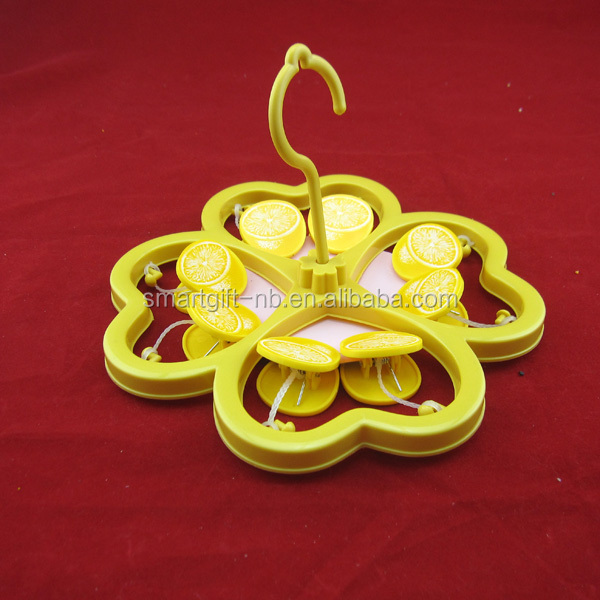 flower shape plastic clothes hanger clothes with lemon pegs
