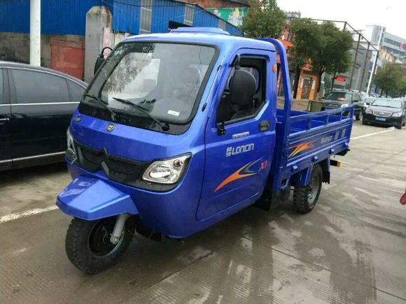 China Loncin 300cc/ 350cc/ 600cc/800cc closed cabin motor tricycle/three wheel motorcycle truck -3wheel tricycle