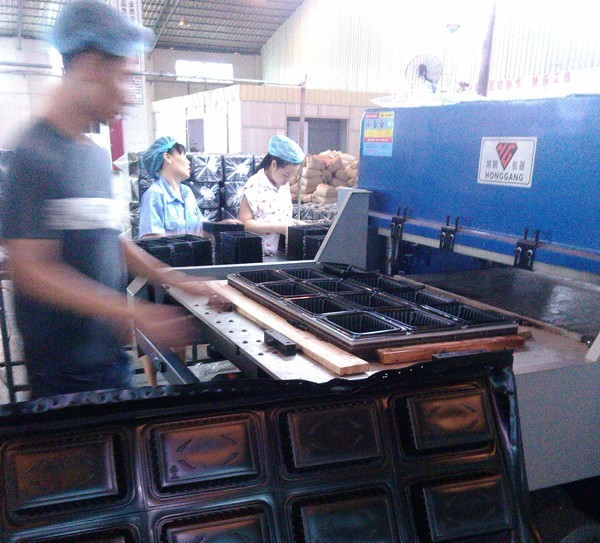 Four-pillar hydraulic die plastic packaging products cutting press