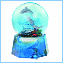 High Quality Polyresin three dolphins swimming Snow/Water Globe For Home Decoration