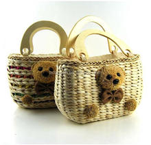 2017 <strong>Fashion</strong> Girl's Beach Straw Basket Bag with Wooden Handle and Bear Deocration