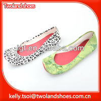 Snakeskin Stripe pale yellow foldable shoes