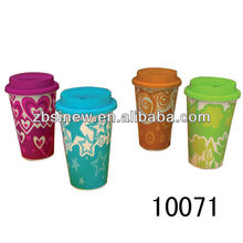 2012 hot selling kinds ceramic coffee mug with silicone lid
