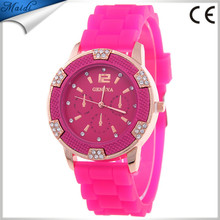 China Cheaper 2017 Ladies Women Watches Girl Geneva Silicone Quartz Golden Crystal Stone Jelly Wrist Watch GW098