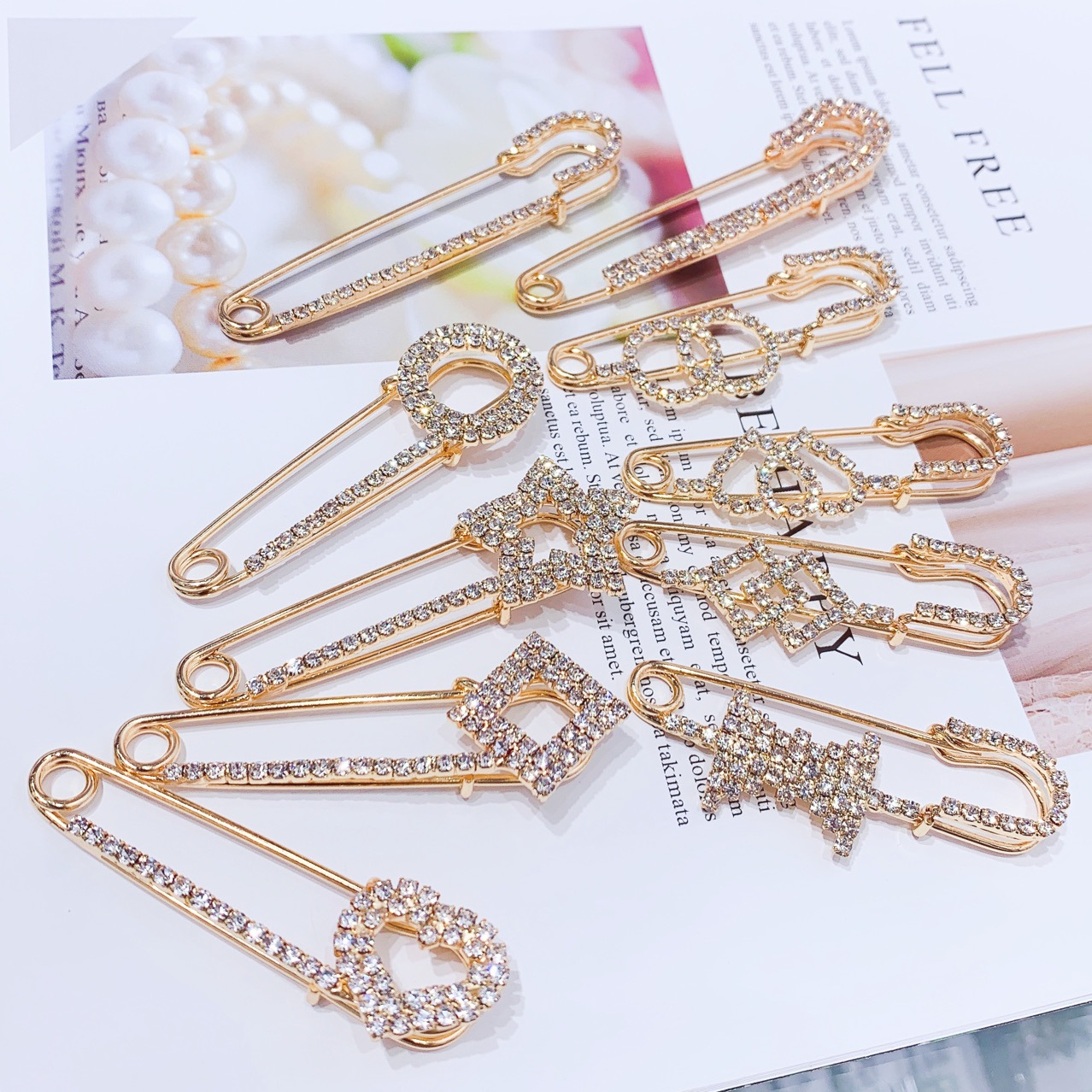 Korea fashion crystal corsage accessories female anti-glare buckle clothes cardigan pin rhinestone brooch wholesale