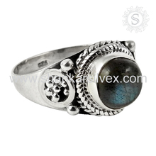 Uncanny Labradorite 925 Sterling Silver Gemstone Indian Silver Jewelry Handmade Ring Manufacture