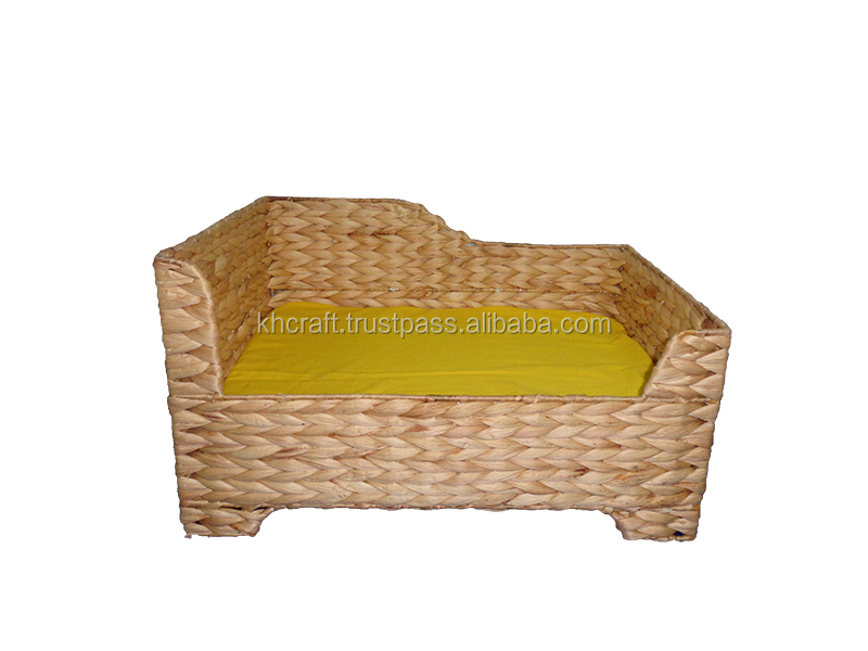 Eco-friendly good shape water hyacinth pet house with cushion inside