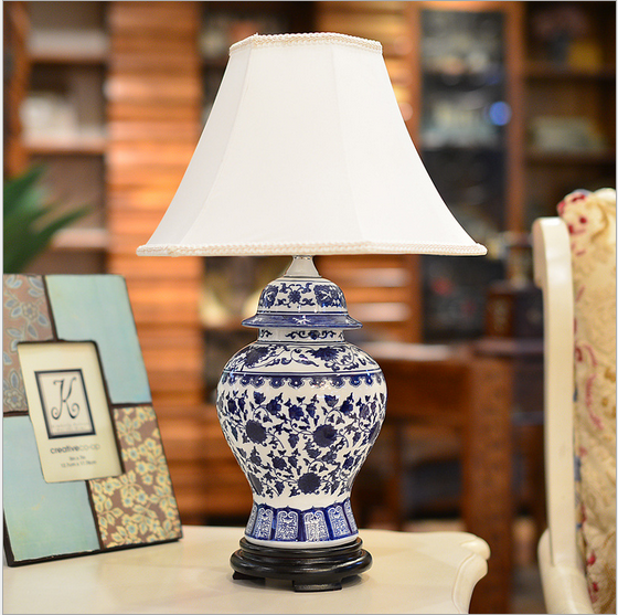 Porcelain table lamp