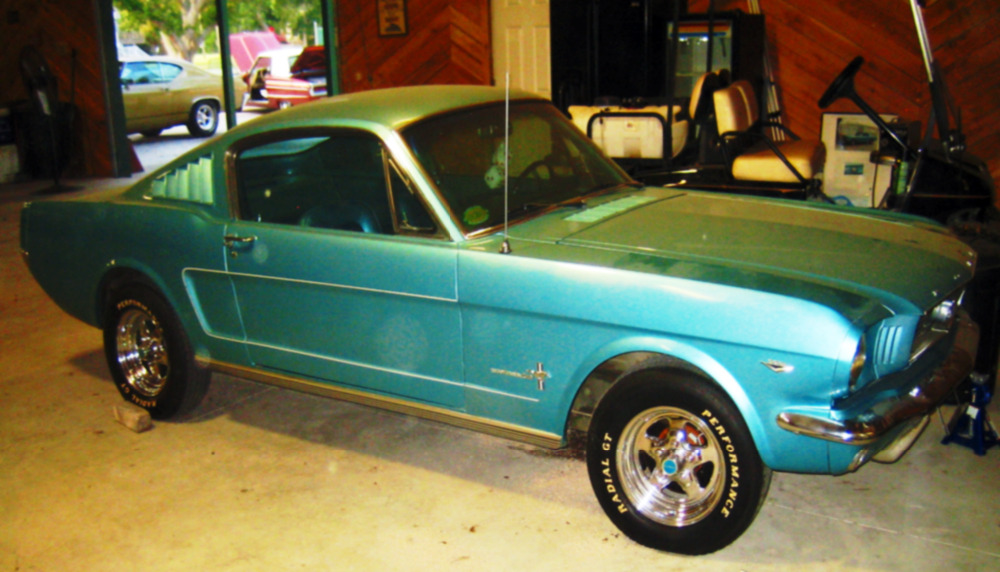 1966 Ford Mustang Fastback 2-Door 4.7L