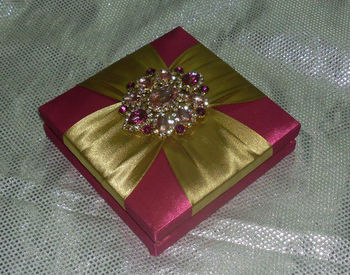 Gold designer Indian wedding Invitations card folio Boxes with rhinestone brooch pocket printing inserts low price weather