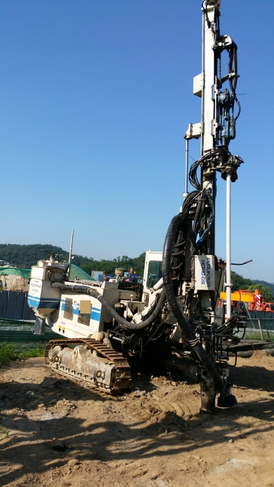 [ Winwin Used Machinery ] Used hydraulic crawler rock drill FURUKAWA HCR10 DS1 2004yr For sale