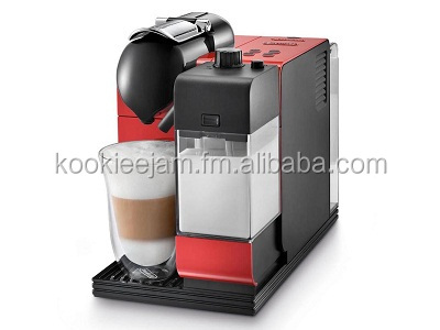 Delonghi EN520.R Lattissima Nespresso Coffee Machine