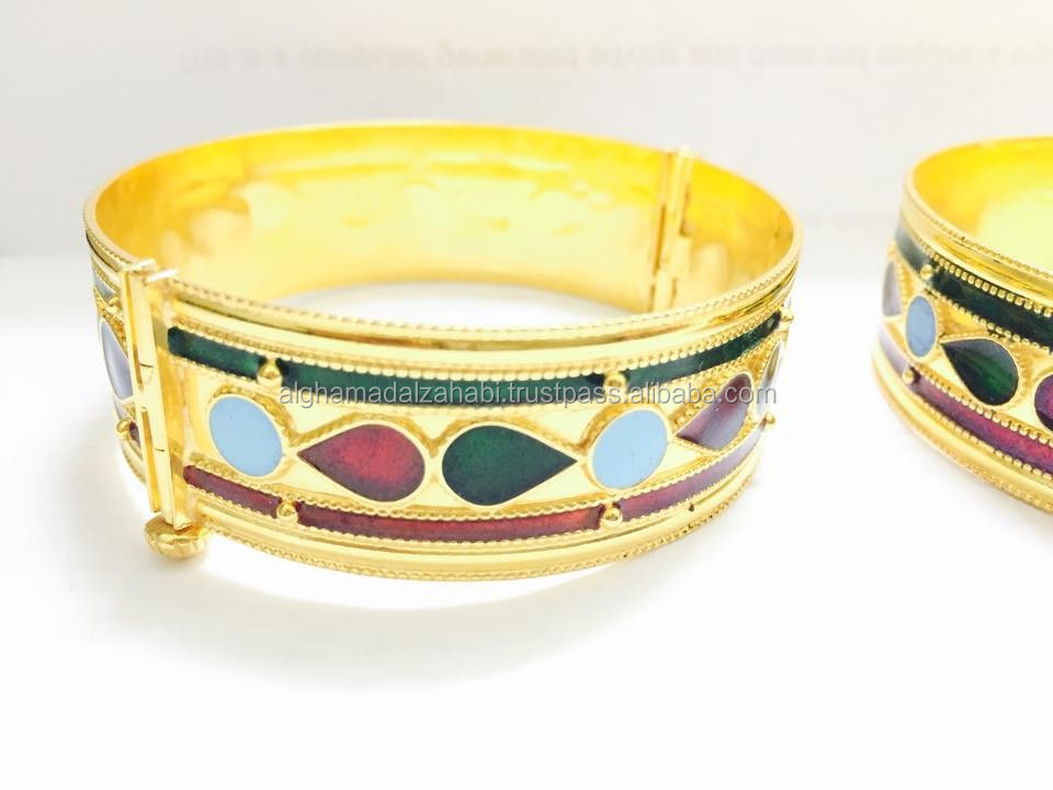 Bangle of 21 karat with meena design
