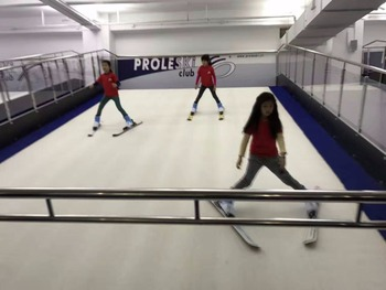 Buy in China Winter entertainment Proleski infinite ski slope for professional training Indoor skiing snowboarding machines