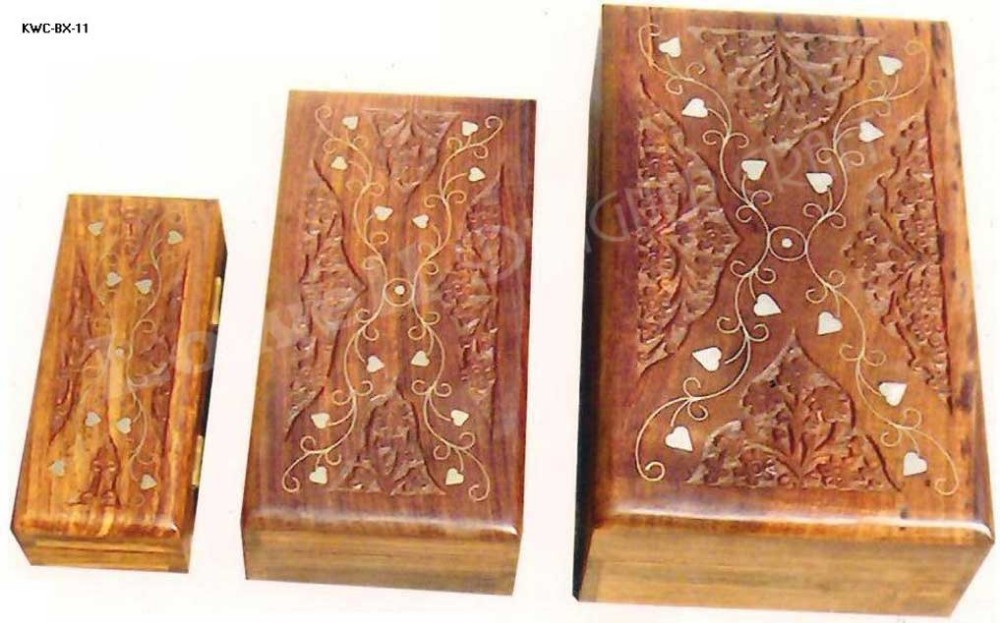WOODEN HAND CARVED JEWELRY BOX