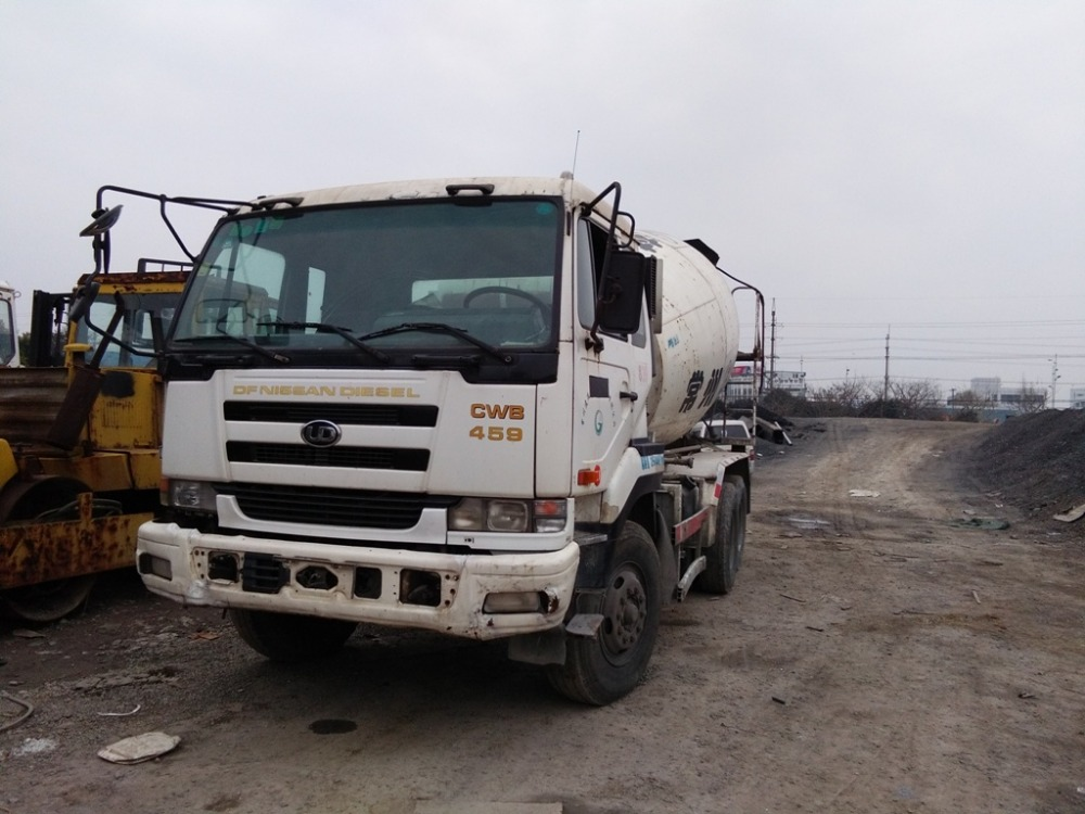 Nissan 8cbm second hand truck mixer for sale used condition concrete mixer