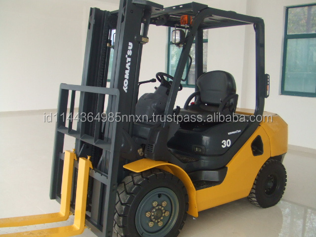 used Komatsu forklift FD30T-17 Japanese forkman 3 tons truck hot sale good performance in Shanghai