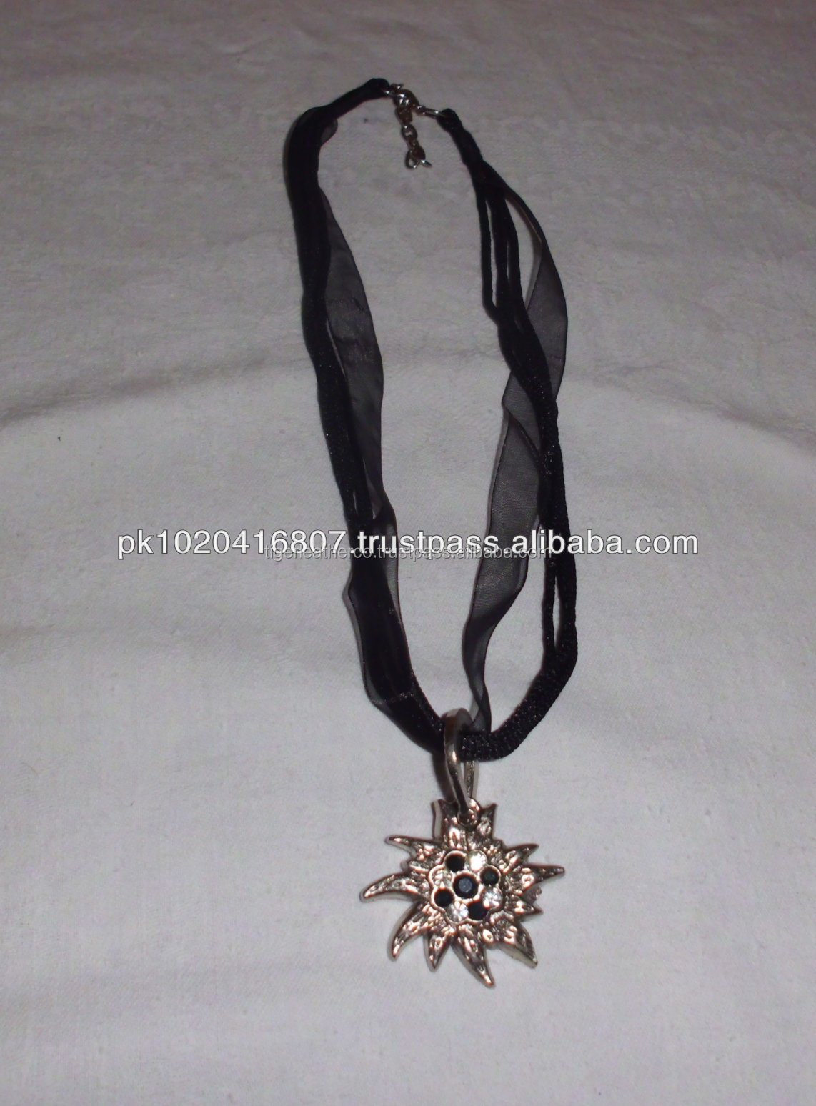 Trachten Hanger / Schmuck For ladies