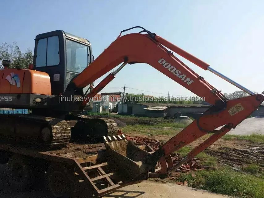 crawler moving type Used Doosan DH55 mini crawler excavator with hydraulic engine/second hand Doosan DH55