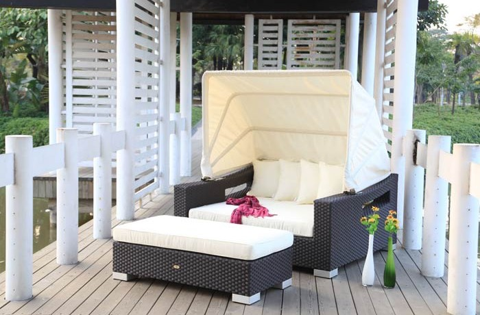 Lovely poly rattan sunbed with canopy, high quality sunbed, SGS tested