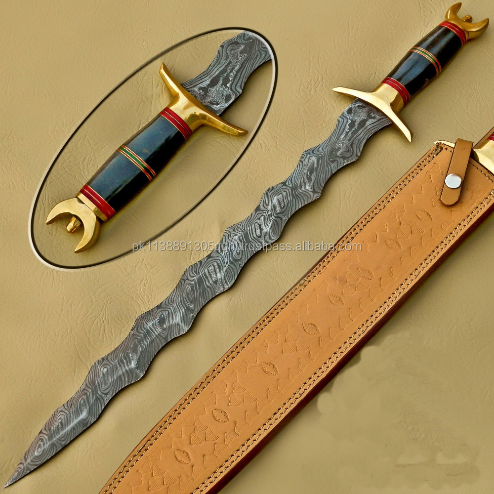 A ZIG ZAG THUNDER QUALITY MAKER BUFFALO HORN HANDLE, DAMASCUS STEEL HUNTING SWORD BOWIE KNIFE