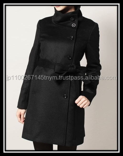 100% cashmere black winter coat with a stylish design for women