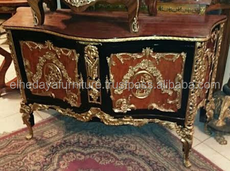Le mobilier royal francais with ormolu - Antique furniture