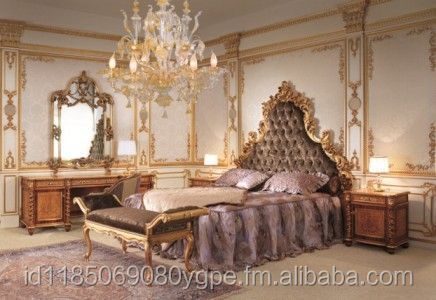 Rococo Bedroom - Purple on Wooden color touch