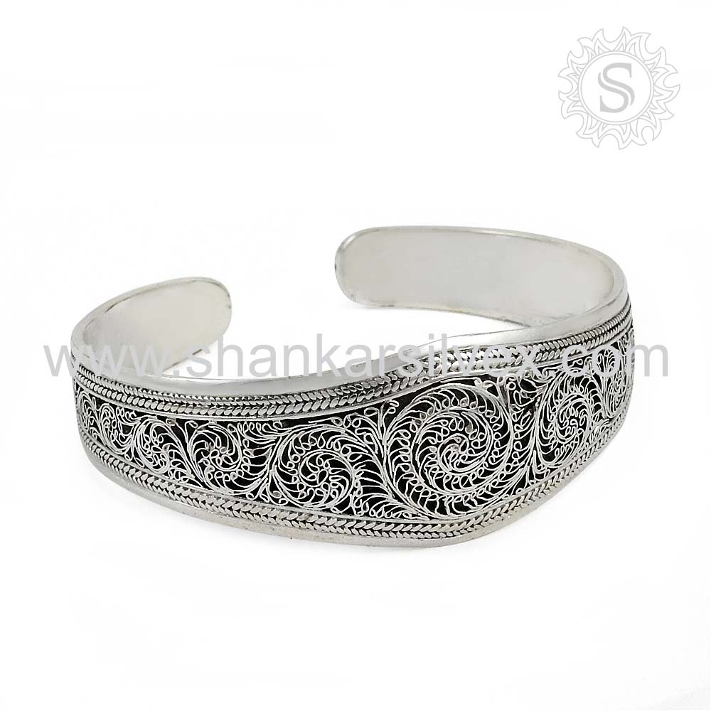 Comical Women Jewelry High Polish Bangle 925 Silver Jewelry Wholesaler Silver Jewelry India