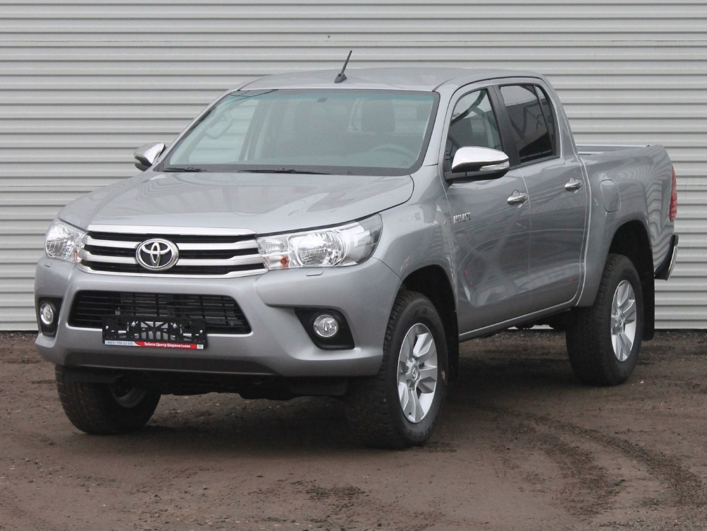 Toyota Hilux Comfort 2.8TD/177 6AT Silver metallic/Black Cloth