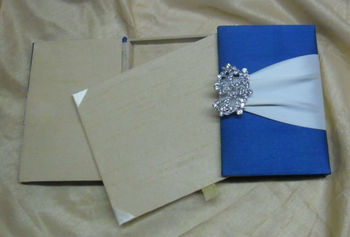 Great price designer royal gatefold wedding invitation card box folio with ribbon broach foil raised emboss printing inserts