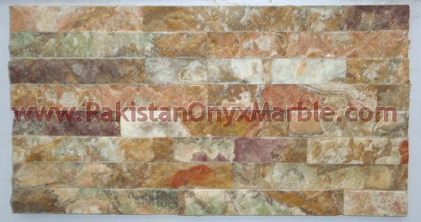 onyx-natural-split-face-stone-mosaic-tiles-green-white-red-02.jpg