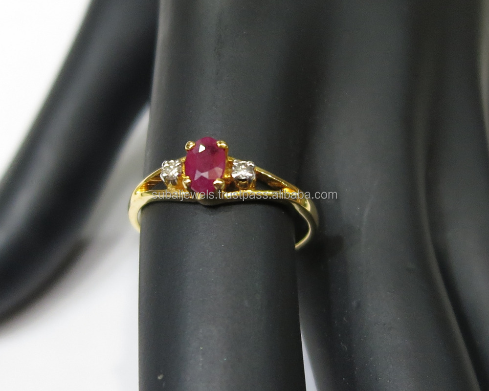 0.05cts 2pc Diamond 1pc Ruby Gold Ring 1.200g in 14 Karat Yellow Gold