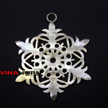 horn pendant with snow flower shape