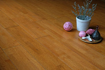Solid wood flooring Honey colour