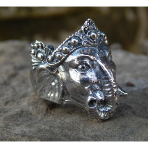 Silver ring motifs carved god Ganesha