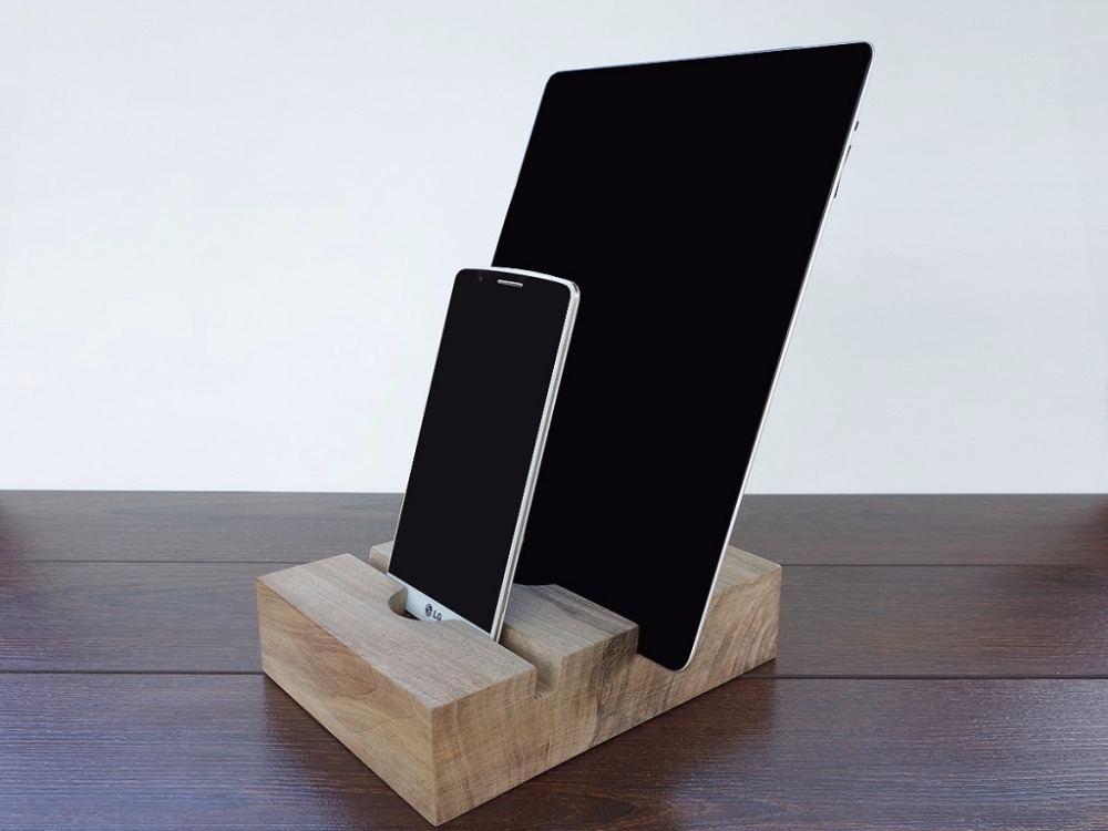 Universal tablet Pad, Mobile Phone and Tablets Wood Docking Station.