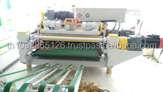 Spindle less veneer lathe combined with auto clipper