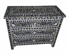 EXQUISITE DECORATIVE SIDEBOARD