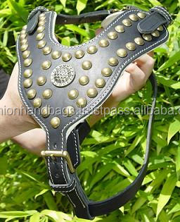 Wholesale Heavy Dog Harness leashes muzzle leather spiked collars for dogs