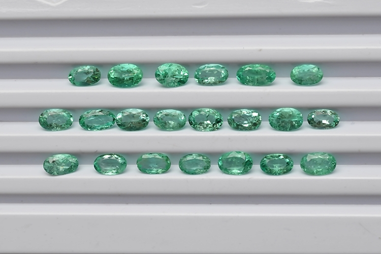 "19.91 cts Emerald Stone Colombian emerald ""Cut Oval"""